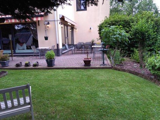 Martelange, بلجيكا: Terrasse & Jardin à l'arrière