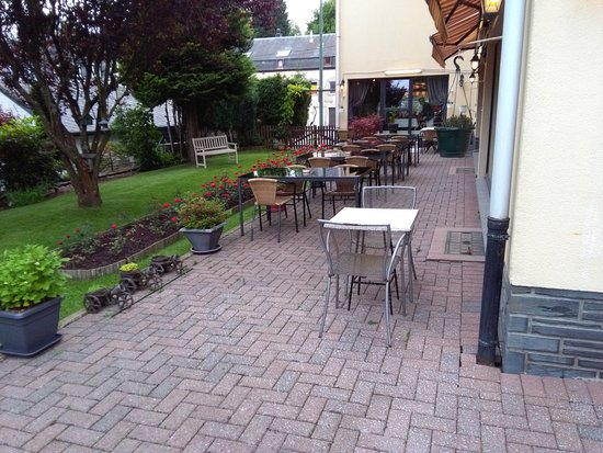 Martelange, Βέλγιο: Terrasse & Jardin à l'arrière