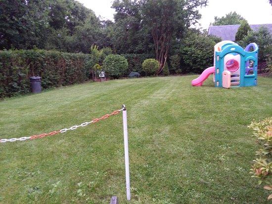 Martelange, Belgien: Espace de jeux pour les enfants