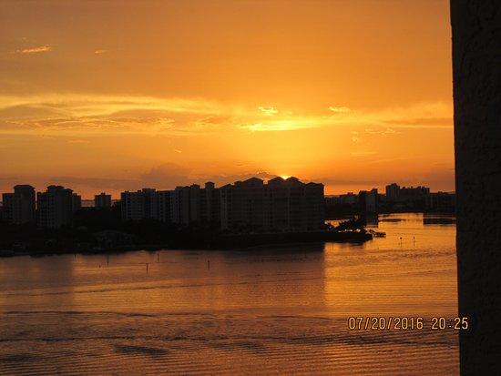 เลิฟเวอร์ คีย์ รีสอร์ท: The same sunset