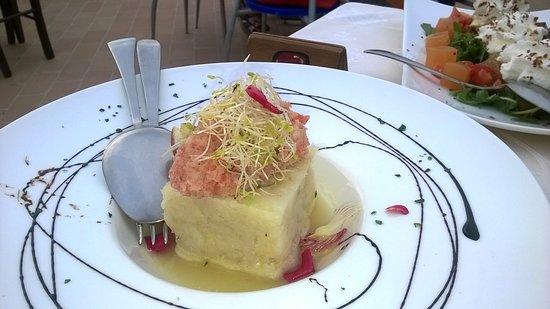Montecarotto, Italia: baccalà marinato con panzanella di pomodoro