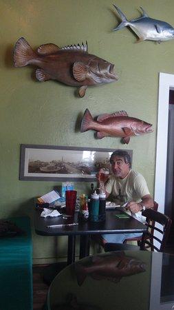 Blue Marlin Motel: Mesa de comedor de la habitación.