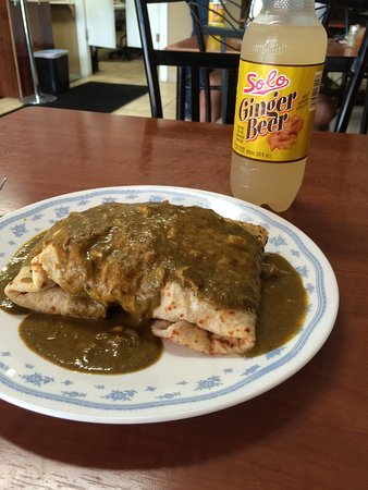 Pickering, Kanada: Chicken Roti with gravy and doubles so delist.