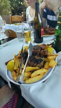 Chrissi Akti, กรีซ: Grill tallerken for to og langtids stekt lam