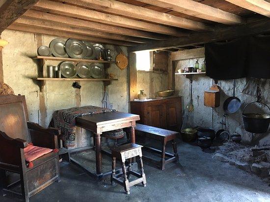 Plimoth Plantation: Inside one of the settler houses