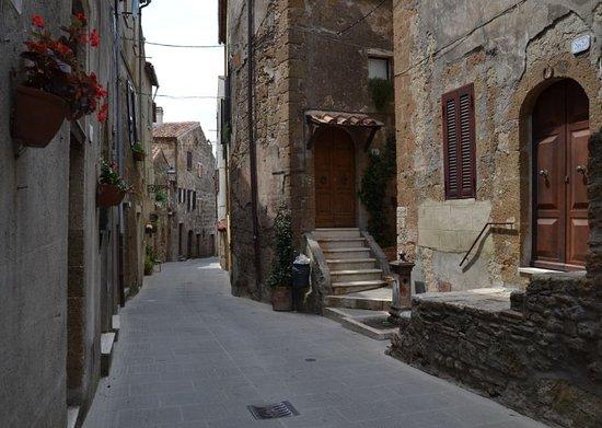 Pitigliano, Italie : via Zuccarelli