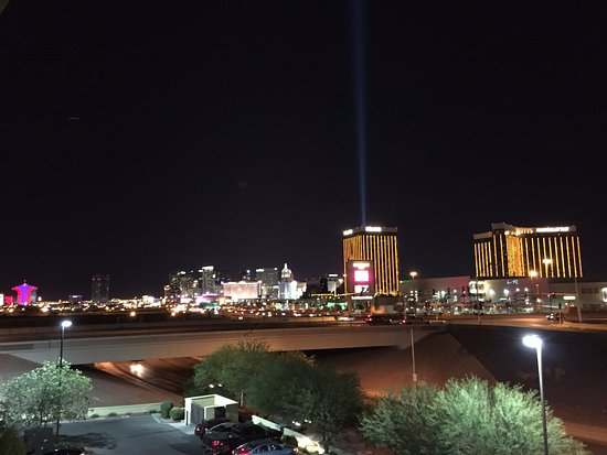 Staybridge Suites Las Vegas: Properly distant view from the hotel to The Strip