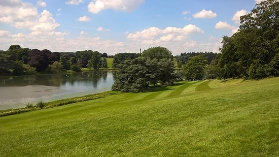Blenheim Palace: View of the man-made lake