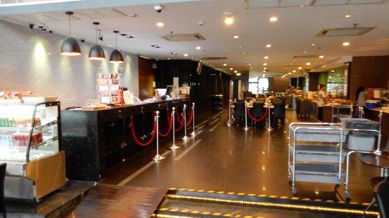 Bangkok City Hotel: Front desk