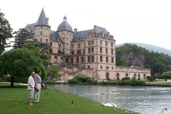 Vizille, France : au bord du plan d'eau