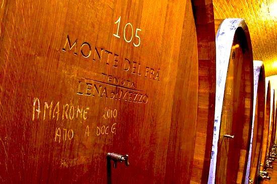 Caselle di Sommacampagna, Italia: Barrel cellar