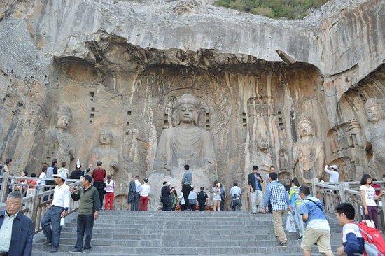 Luoyang, Cina: Buda Vairocana, estátua entalhada em pedra, de 17 metros de altura.