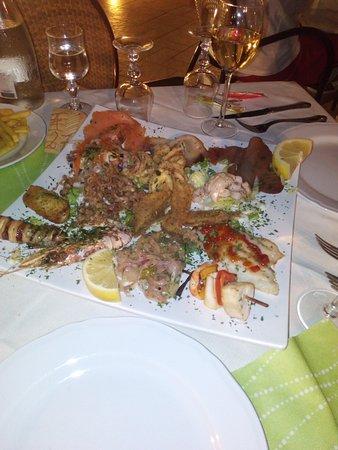 """Oliveri, Italia: ....un mix di assaggi di tutti i secondi di """"mare""""..."""