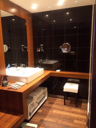 Catalonia Ramblas: Well equipped bathroom