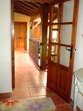 Alpandeire, إسبانيا: Pasillo de acceso a las habitaciones