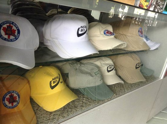 Turtle Cove, Providenciales: More Hats