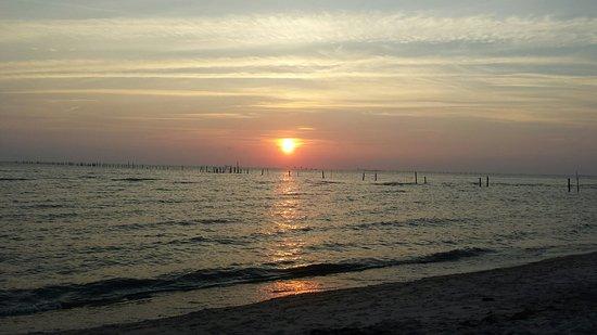 Sunset Beach Resort: 20160722_200440_large.jpg