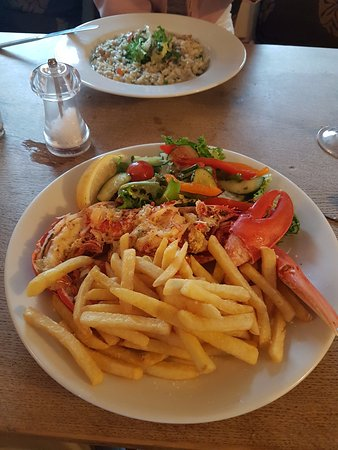 Upwey, UK: Lobster with garlic butter - ALL the correct 'lobster dismantling tools' provide :)