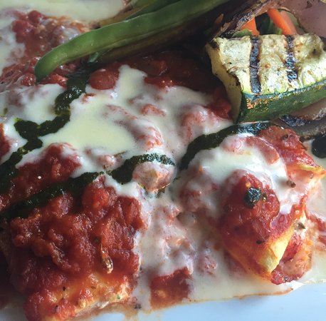 Vinny's Euro American Restaurant: Lobster manicotti with grilled vegetables
