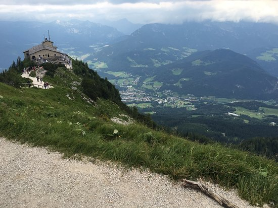 how to get to eagles nest from salzburg