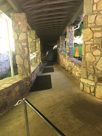 Linville Caverns: The entrance