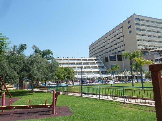 St Raphael Resort: Фото отеля с детской площадки