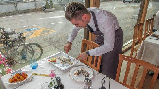 Caldonazzo, Italia: De vis wordt gefileerd.