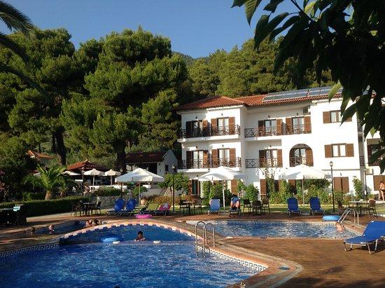 Delphi Hotel : Bag hotellet er øen og drt lille bjerg Klima dækket af duftende fyrreskov