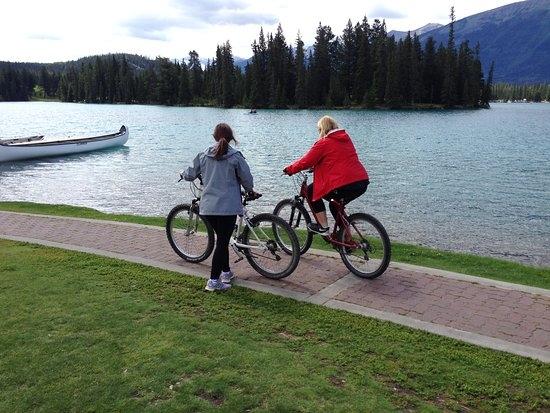 Fairmont Jasper Park Lodge: Bike riding