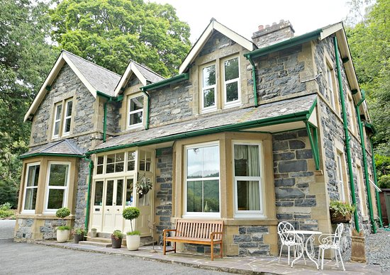 Tan Dinas Country House: House front