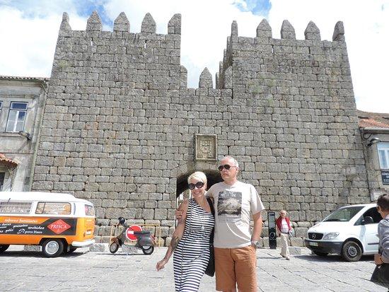 "Trancoso, Portekiz: Fachada prinicipal da muralha "" Portas Del Rey"""