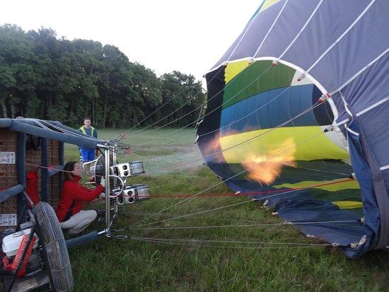 Amboise, Frankrijk: avant le départ, gonflage de la montgolfière