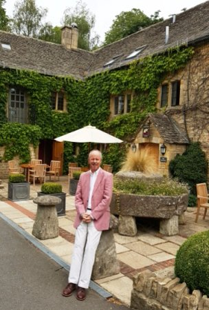 Lower Slaughter, UK: Getting ready to go in for our wedding anniversary meal here.