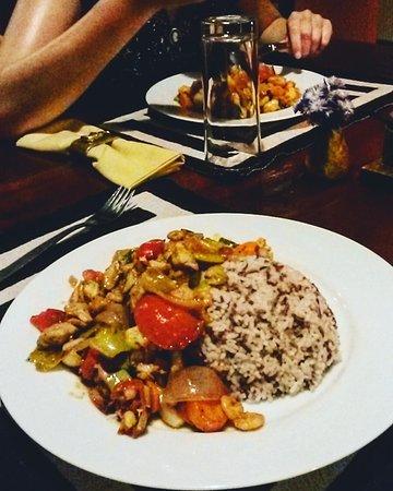 Ging Oya Lodge: Devilled Seafood van Leo