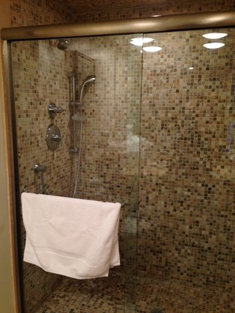 The Garrison - Golf, Restaurant, Events & Inn: Shower