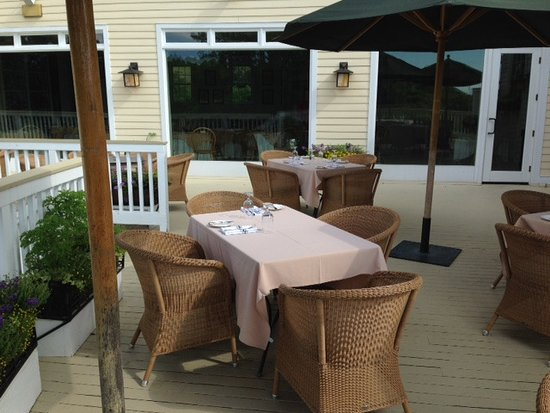 The Garrison - Golf, Restaurant, Events & Inn: Outdoor dining