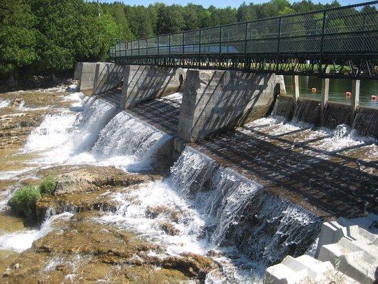 Durham, Canada: Falls (Public side)