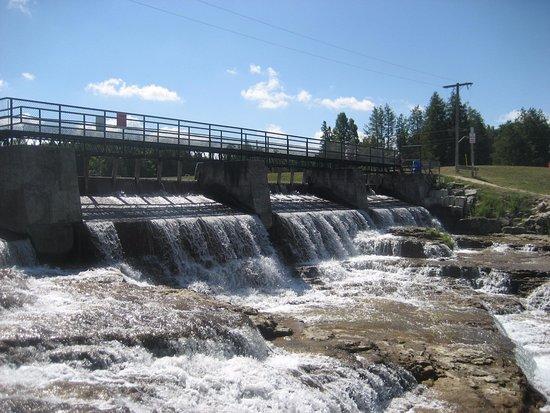 Durham, Canada: Falls (Park side)