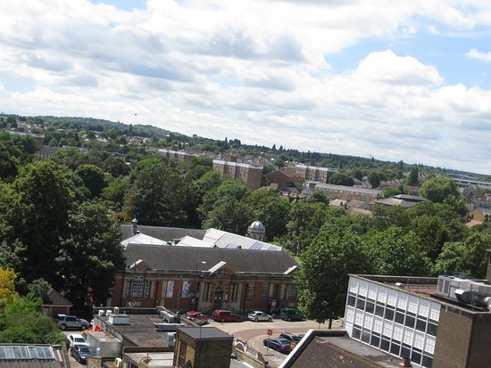 Дартфорд, UK: A view of the Dartford Borough Museum from the tower of Holy Trinity Church