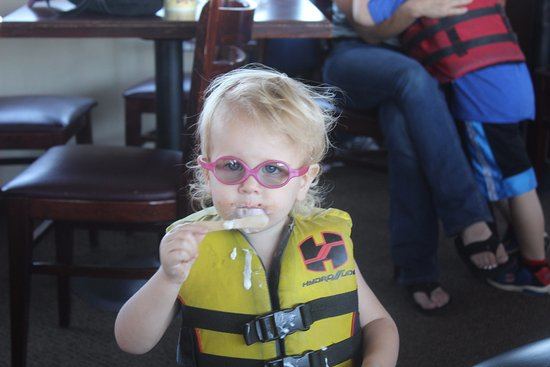 Mesa, AZ: They had life jackets and i was impressed they made sure all kids wore them