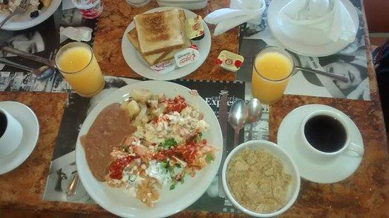 BEST WESTERN Posada Freeman: Buffet desayuno incluido