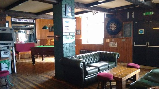 Batley, UK: More seating and pool table