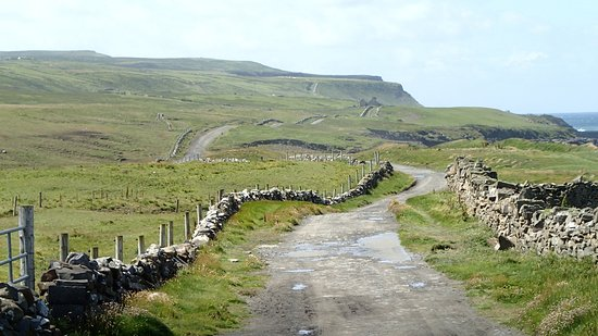 Doolin, Irlanda: The beginning of your unforgettable hike along the Cliffs of Moher.