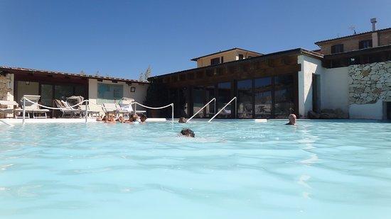 San Giovanni Terme Rapolano: piscina dell' albergo