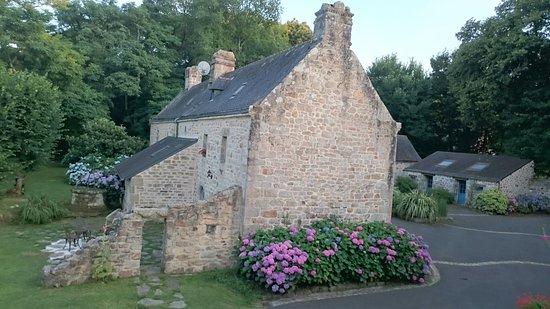 Le magnifique manoir de Kerdevot et la chapelle attenante