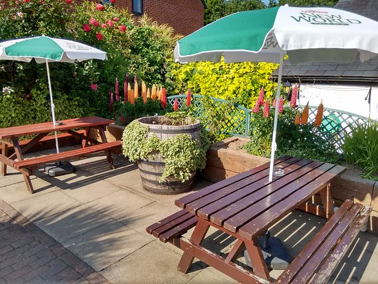 "Leigh Sinton, UK: Nice ""flowery"" patio"
