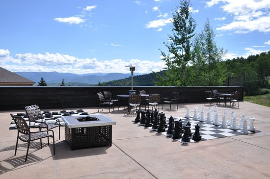 Snowmass Village, CO: Kids Outdoor Game Area