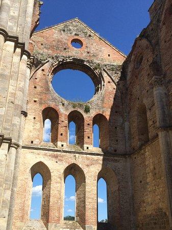 Chiusdino, Italia: Die große Rosette ist erhalten