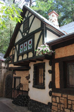 Salem, Oregón: Bavarian buildings