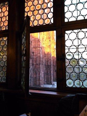 Maison Kammerzell: Prise de notre table. vue sur la cathédrale au soleil couchant.